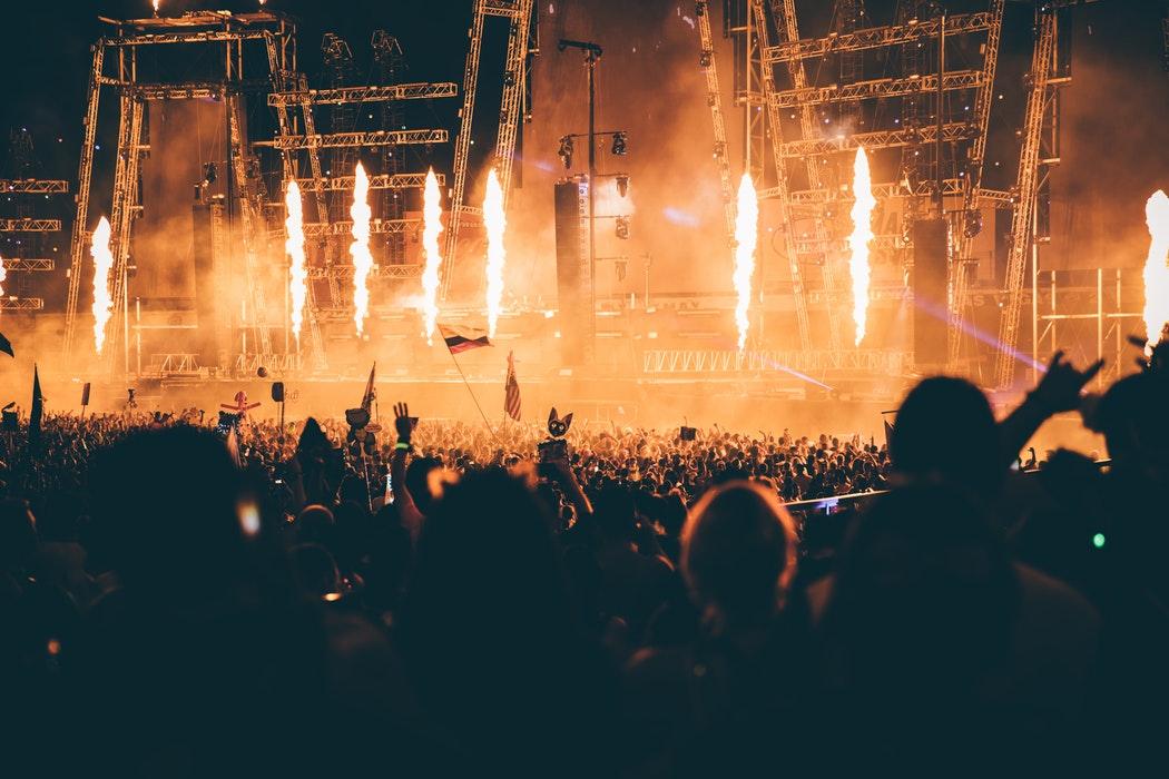 Différence entre festivals et carnavals